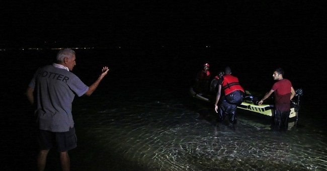 AP PHOTOS: Migrants ditch Turkey for twinkling lights of Kos