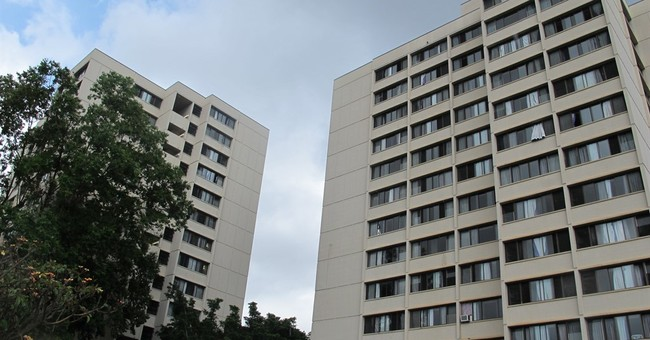 Students begin moving into Hawaii dorms after fatal fall