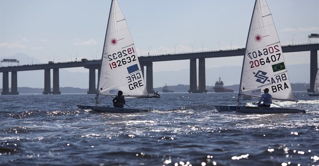 Sailors try to limit contact with polluted Rio Olympic venue