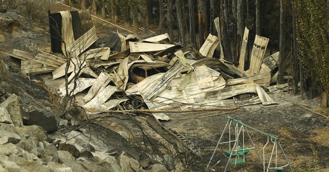 Tourists flee Washington town as wildfire threatens homes