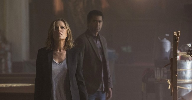 Spinoff 'Fear the Walking Dead' strolls into view Sunday