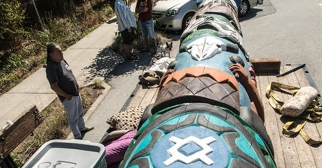Native Americans' totem pole journeys to oppose coal exports