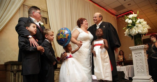 Michigan couple that challenged gay marriage ban wed
