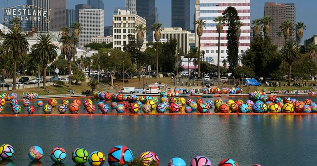 3,000 balls float on Los Angeles lake as part of art project