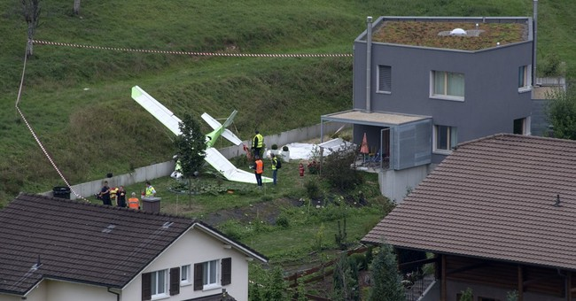 2 planes collide at Swiss airshow, killing 1 pilot