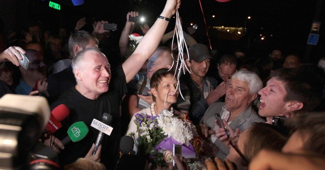 2 Belarus opposition figures pull out of presidential vote