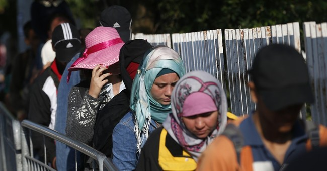 Wave of EU-bound migrants crosses into Serbia