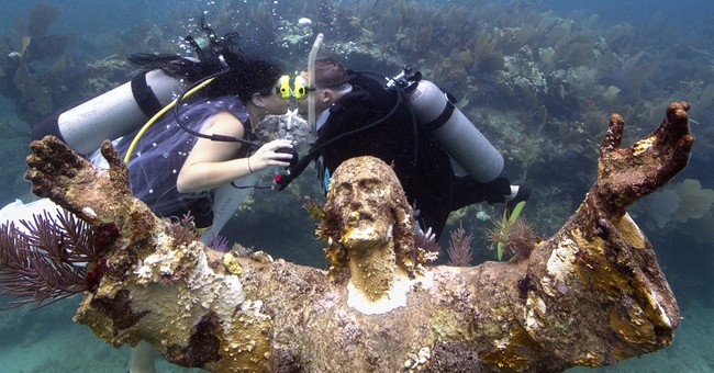 Underwater wedding honors Christ of the Deep anniversary