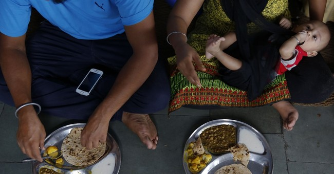 Free meal for thousands in New Delhi example of Sikh service