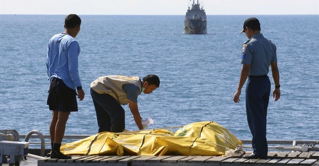 1st attempt to lift fuselage of crashed AirAsia plane fails