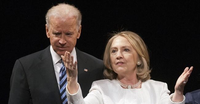 Before nation's top Democrats, Clinton sends Biden a message