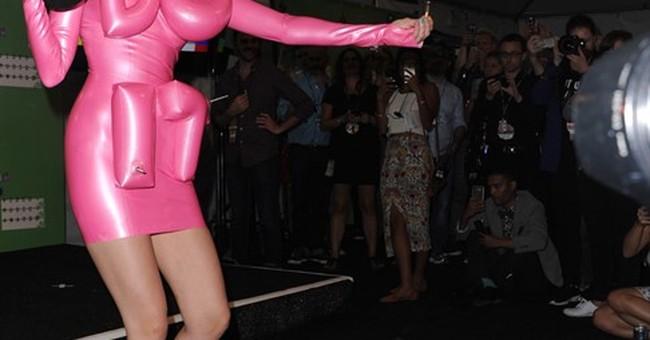 Miley Cyrus bares nipple on VMAs