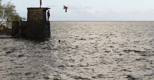 Hurricane churns, but storm watch ends for Hawaii islands