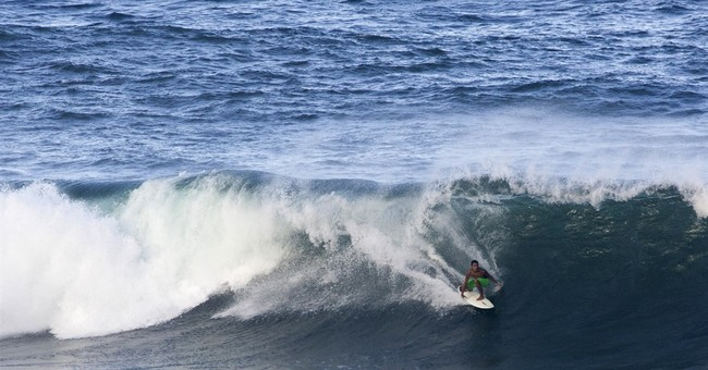 Big surf pounds Hawaii as hurricane skirts to the north