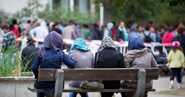 German soccer clubs, fans rush to support migrants
