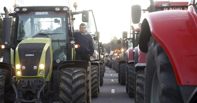 French farmers stage 1,000-strong tractor protest in Paris