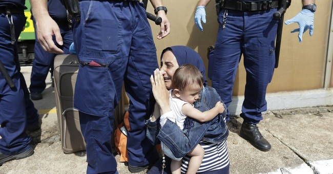 Refugees on train, police in 2nd day of standoff