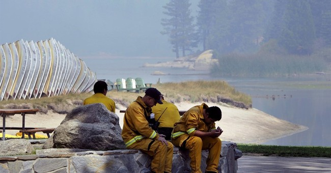 California wildfire to spew smoke through holiday weekend
