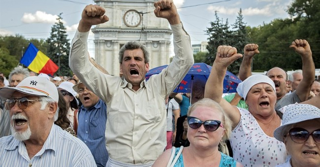 Protesters erect tents in Moldova, to protest missing money