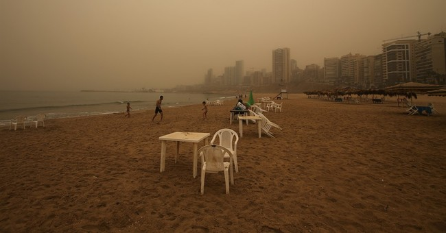 Unseasonal sandstorm sweeps across Mideast