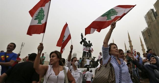 Lebanese protests resume as leaders debate trash crisis