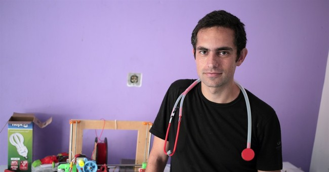 Doctor in blockaded Gaza makes stethoscope with 3-D printer