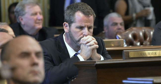 Michigan House at standstill over expelling 2 lawmakers