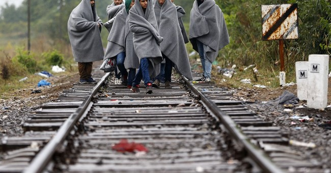 AP PHOTOS: Migrants face the elements as their numbers grow