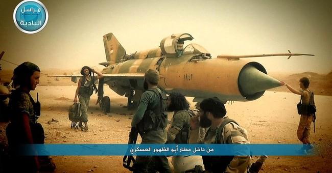 Islamic State militants advance on key Syrian military base
