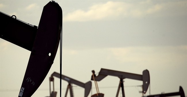 US oil production seen tumbling, but low prices may hold on