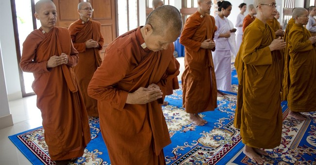 'Rebel' female Buddhist monks challenge Thailand status quo