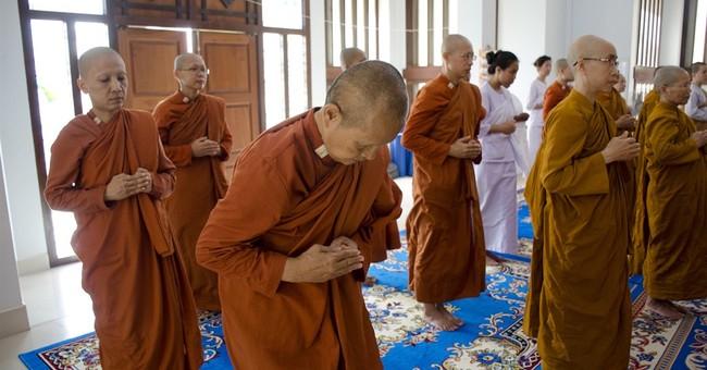 'Rebel' female Buddhist monks challenge Thailand status quo