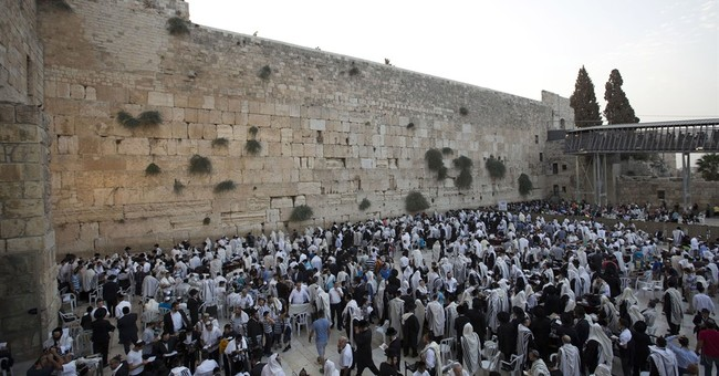 Israel police clash with Palestinians at Jerusalem holy site