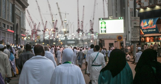Saudi Arabia partly blames Binladin Group in crane deaths