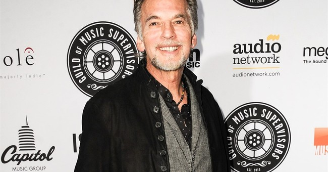 Man raises $30K, gets Kenny Loggins to play in living room