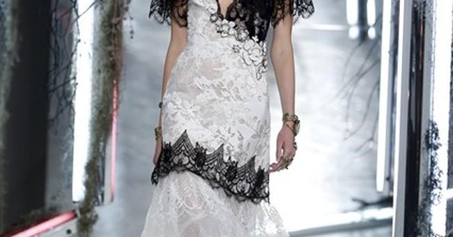 Fashion Week: Carnations, espadrilles at Oscar de la Renta