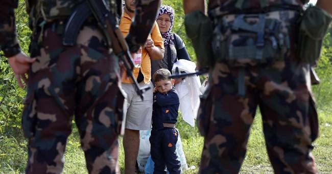 AP PHOTOS: Hungary closes border with Serbia, fear ensues