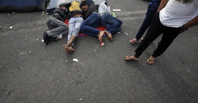 The Latest: Croatia says nearly 900 migrants enter country