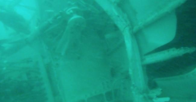 Indonesian rescuers fail again to lift fuselage of AirAsia