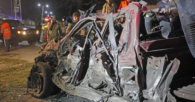 Suicide car bomber targets Somalia's presidential palace