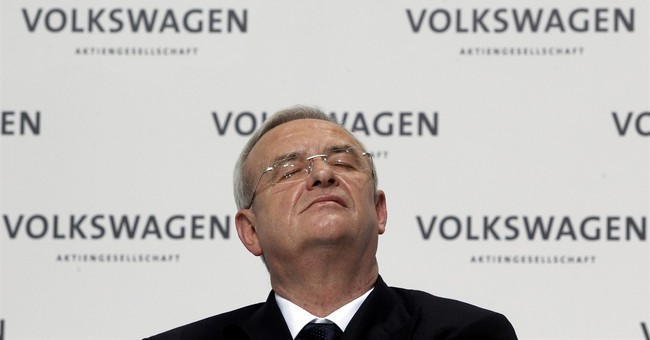 Volkswagen CEO steps down, takes responsibility for scandal
