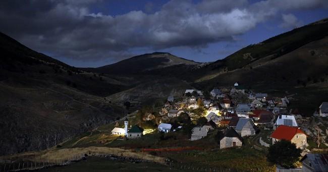 AP PHOTOS: Bosnians mark Eid high up on a mountain