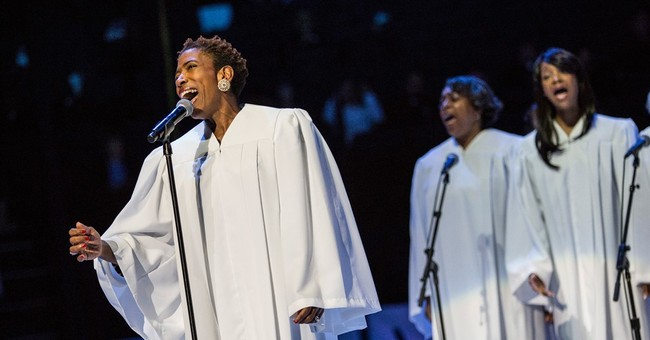 Hudson, Estafan, other stars take stage to welcome pope
