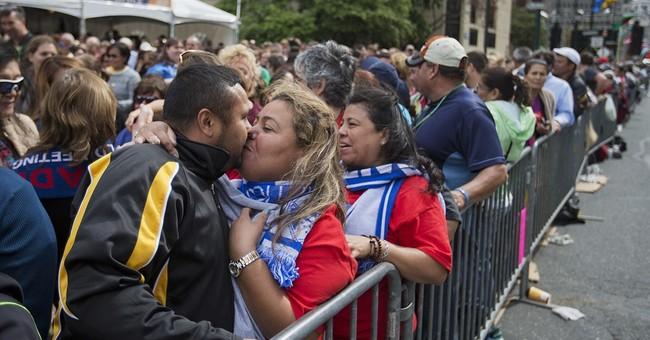 Pilgrims throng Philadelphia to see Pope Francis