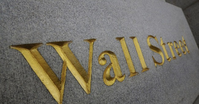 Dow plunges after weak earnings, econ news