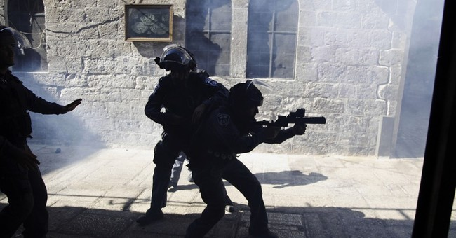 Palestinians clash with Israeli riot police at holy site