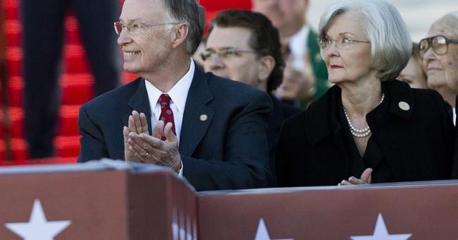 Divorce finalized for Alabama governor, former first lady