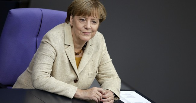 Poll adds to signs migrant flow hurting Merkel's popularity