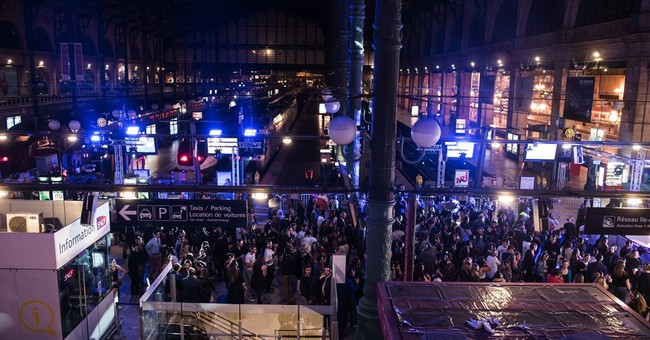 Paris parties all night with silent disco, art shows