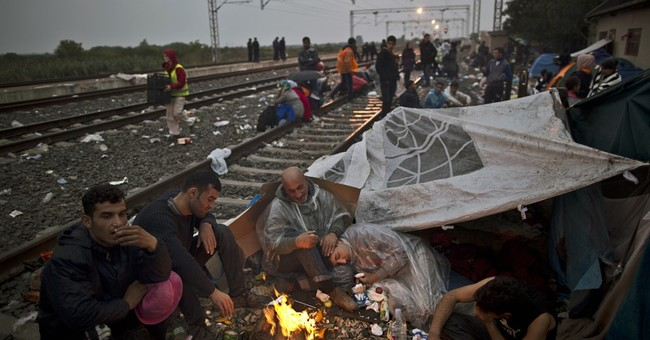 AP PHOTOS: Along migrant trail, people rest where they can
